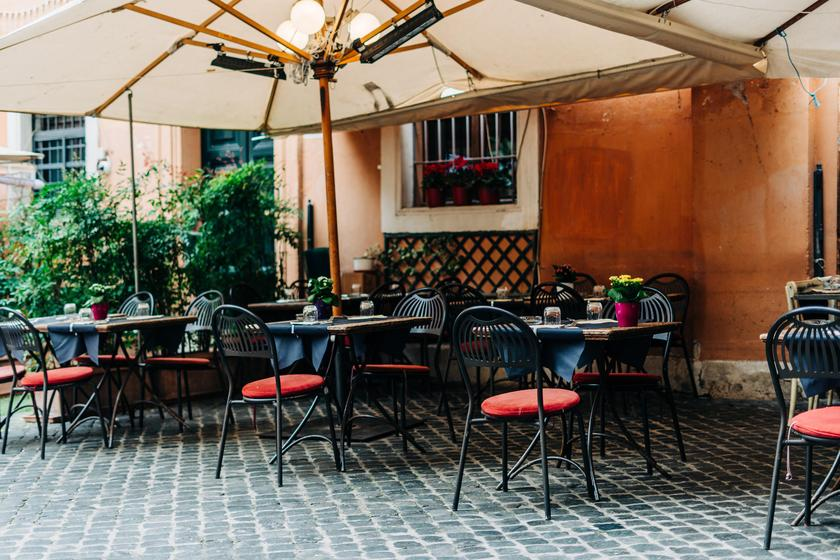 Social distancing in a big city - is there outdoor dining in Tokyo?